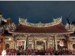 kuil-longshan-kuil-terbaik-di-taipei-yang-bisa-dikunjungi-saat-liburan-ke-taiwan.jpg