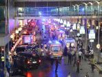 ledakan-bom-di-bandara-turki_20160629_075128.jpg