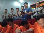 lima-pelaku-perampokan-yang-ditangkap-polsek-sagulung_20171224_133558.jpg