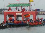 lomba-perahu-naga-dan-sembahyang-laut_20150620_192324.jpg