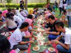 makan-bersama-khas-minangkabau_20161213_102007.jpg