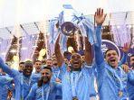 manchester-city-mengangkat-trofi-premier-league-liga-inggris-2020-2021.jpg
