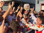 marc-marquez-merayakan-gelar-juara-bersama-tim-honda_20181021_162352.jpg