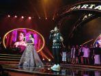 maria-dan-abdul-di-panggung-grand-final-indonesian-idol_20180417_085638.jpg