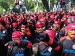 massa-dari-berbagai-organisasi-buruh-melakukan-aksi-unjuk-rasa_20180501_000726.jpg