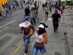 massa-oposisi-turun-ke-jalan-menentang-pemerintahan-persiden-nicolas-maduro_20170421_083949.jpg