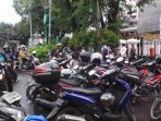 motor-menguasai-trotoar-gedung-dprd-dki-jakarta_20170106_093647.jpg