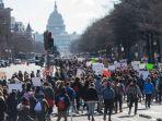 para-pelajar-di-kawasan-washington-dc-menuju-kongres-as-dan-gedung-putih_20180315_120015.jpg