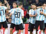 para-pemain-argentina-merayakan-gol-yang-dicetak-ke-gawang-nigeria_20171115_071728.jpg