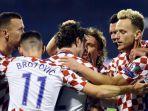 para-pemain-kroasia-merayakan-gol-mereka-ke-gawang-yunani_20171110_072137.jpg