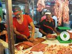 pedagang-daging-sapi-segar-di-pasar-mega-legenda-batam-center_20180612_125519.jpg