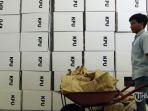 pekerja-menyiapkan-kotak-surat-suara_20180625_135831.jpg
