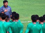 pelatih-tim-nasional-indonesia-u-18-indra-sjafri_20170706_154005.jpg