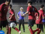 pelatih-timnas-indonesia-shin-tae-yong-memimpin-latihan-timnas-u19-upload-12062020.jpg
