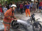 pemadaman-motor-kebakar-oleh-tim-pemadam-kebakaran-pemko-tanjungpinang.jpg