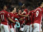 pemain-manchester-united-merayakan-gol_20170101_104819.jpg