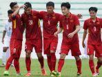 pemain-vietnam-melakukan-selebrasi_20170820_222938.jpg