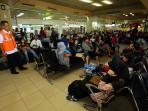 pemudik-memadati-bandara-internasional-hang-nadim_20160703_213341.jpg