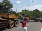 penarikan-trailer-yang-mogok_20180209_134012.jpg