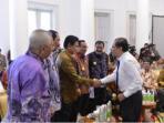 penjabat-gubernur-kepri-agung-mulyana-saat-bertemu-menko-kemaritiman-rizal-ramli_20150826_213204.jpg