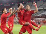 penyerang-timnas-indonesia-alberto-goncalves-merayakan-gol-bersama-rekan-rekannya.jpg