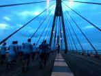 peserta-lomba-barelang-bridge-marathon_20161211_073342.jpg