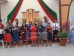 peserta-menampilkan-lagu-pujian-seusai-perlombaan-di-gereja-hkbp-marturia-batu-aji_20180318_132729.jpg