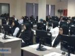 peserta-ujian-cat-di-batam-jumat-26102018_20181026_095708.jpg