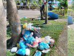 petugas-bersihkan-sampah-di-engku-putri_20170101_131212.jpg