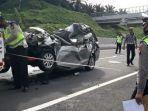 polisi-lalu-lintas-melakukan-olah-tkp-pada-kecelakaan-honda-mobilio.jpg