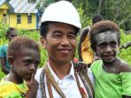 presiden-joko-widodo-menggendong-dua-balita-di-kampung-kayeh_20180413_144025.jpg