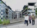 presiden-joko-widodo-saat-meninjau-bangunan-proyek-hambalang.jpg