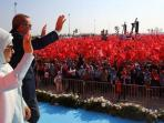 presiden-turki-recep-tayyip-erdogan-dan-istrinya_20160810_100842.jpg
