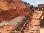 proses-perbaikan-batu-miring-dan-drainase-tepi-jalan-lintas-barat-bintan.jpg