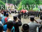 prosesi-pemakaman-brigadir-polisi-hermansyah-yang-akrab-disapa-tejo-kecelakaan-di-bintan_20160510_081518.jpg