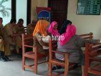puluhan-guru-dan-staf-dinas-pendidikan-pengadilan-karimun_20161122_153055.jpg