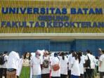 ratusan-mahasiswa-fakultas-kedokteran-universitas-batam_20150507_144353.jpg