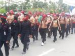 ribuan-buruh-dan-pekerja-di-batam-demonstrasi-tanpa-busana_20151127_154816.jpg