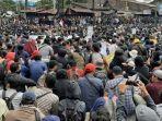 ribuan-mahasiswa-aksi-gejayan-memanggil-mengheningkan-cipta-atas-matinya-demokrasi.jpg