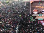 ribuan-orang-antre-beli-tiket-final-piala-aff-u16-2018_20180811_112054.jpg