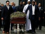 ribuan-umat-muslim-menghadiri-doa-pemakaman-petinju-legendaris-muhammad-ali_20160610_114849.jpg<pf>ribuan-umat-muslim-menghadiri-doa-pemakaman-petinju-legendaris-muhammad-ali2_20160610_115236.jpg<pf>ribuan-umat-muslim-menghadiri-doa-pemakaman-petinju-legendaris-muhammad-ali3_20160610_115044.jpg<pf>ribuan-umat-muslim-menghadiri-doa-pemakaman-petinju-legendaris-muhammad-ali5_20160610_115119.jpg<pf>ribuan-umat-muslim-menghadiri-doa-pemakaman-petinju-legendaris-muhammad-ali-6_20160610_115236.jpg