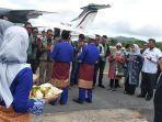 rombongan-alumni-lemhanas-angkatan-x-tiba-di-bandara-matak-kecamatan-palmatak-anambas.jpg