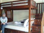 rumah-meubel-berpose-di-ranjang-tingkat-full-jati_20180702_155936.jpg
