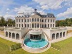 rumah-termahal-di-dunia-chateau-louis-perancis_20171218_160440.jpg