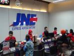 salah-satu-layanan-jne-di-indonesia_20160420_122019.jpg
