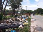 sampah-rumah-tangga-di-luar-bin-kontainer-di-sagulung-batam.jpg