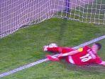 screenshot-bola-yang-disapu-pemain-serbia-saat-pertandingan-lawan-portugal.jpg