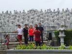 sejumlah-wisata-mengunjungi-vihara-patung-seribu-di-tanjungpinang4_20160208_185539.jpg