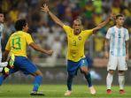 selebrasi-pemain-brazil-joao-miranda-setelah-mencetak-gol-ke-gawang-argentina_20181017_072521.jpg