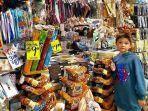seorang-wisatawan-yang-berada-di-paddys-market-australia.jpg